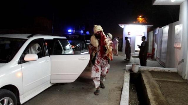 Νέο «λουτρό αίματος» στο Αφγανιστάν: «Καμικάζι» ανατινάχτηκε σε γήπεδο