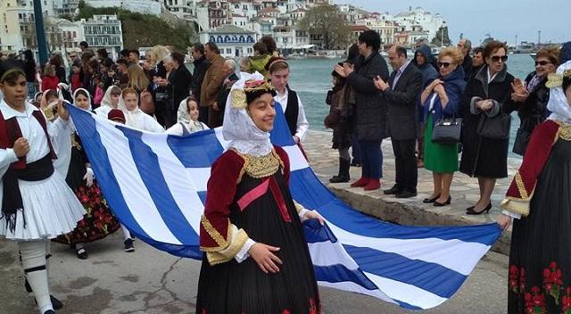 Με λαμπρότητα η παρέλαση για την 25η Μαρτίου στην Σκόπελο