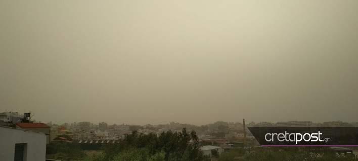 «Ορατότης μηδέν» και απόψε στα Χανιά -Λόγω αφρικανικής σκόνης [εικόνες]