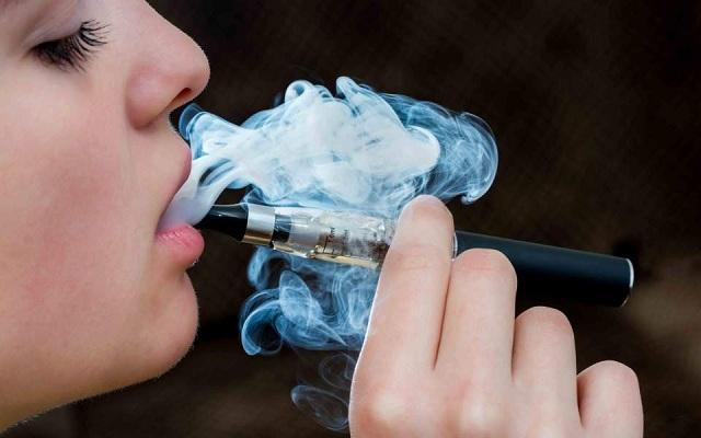 ΣτΕ: Ιδιες οι απαγορεύσεις για συμβατικό και ηλεκτρονικό τσιγάρο