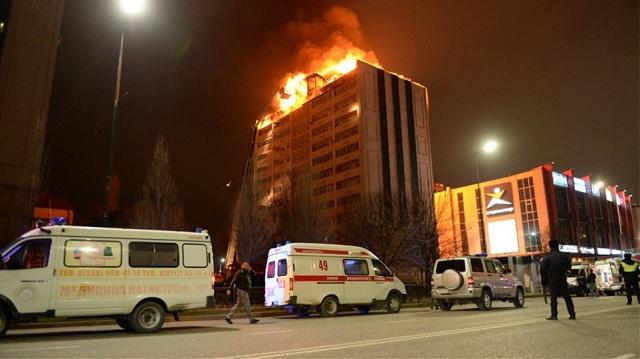 Συναγερμός στο Γκρόζνι της Ρωσίας: Μεγάλη φωτιά σε κτήριο με 200 άτομα