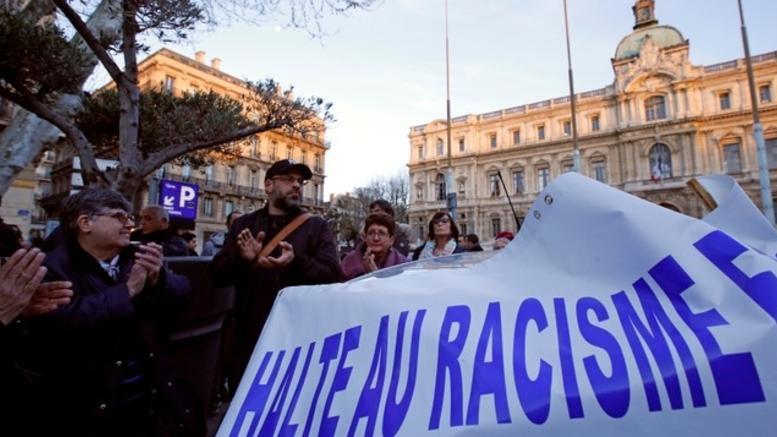 Χιλιάδες άνθρωποι στη «λευκή πορεία» στο Παρίσι κατά του αντισημιτισμού