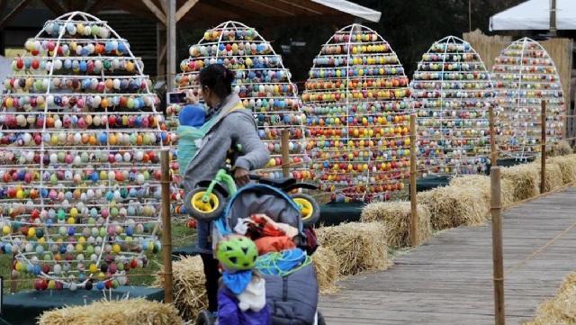 10.000 πασχαλινά αβγά σε κάστρο στη Γερμανία [εικόνες]