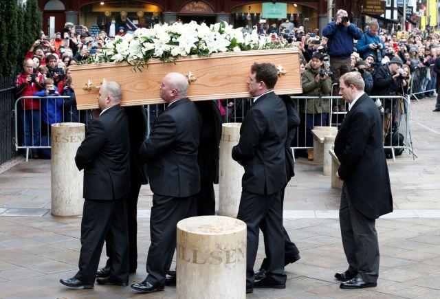 Το τελευταίο «αντίο» στον Στίβεν Χόκινγκ [Εικόνες & Βίντεο]