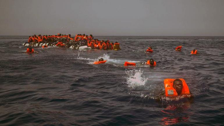 Τραγωδία στο Γιβραλτάρ: Νεκροί και αγνοούμενοι μετανάστες από ανατροπή σκάφους