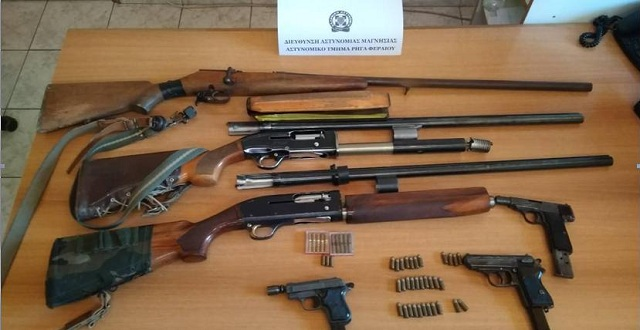 Κυνηγετικά όπλα και πιστόλια κατείχε 56χρονος στο Βελεστίνο