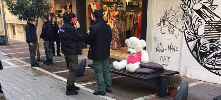 Η Δημοτική Αστυνομία στα Γιάννενα ...συνέλαβε έναν λούτρινο αρκούδο για «καταλήψη» [εικόνες]
