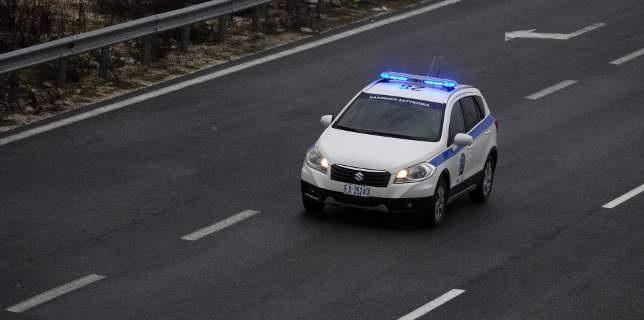 «Τρελή» καταδίωξη και σύγκρουση με περιπολικό στη Λάρισα