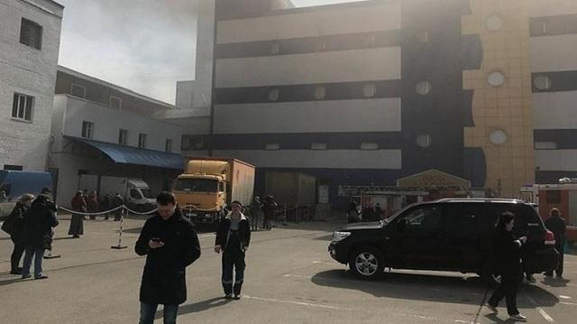 Φωτιά σε εμπορικό κέντρο στη Μόσχα. Τουλάχιστον ένας νεκρός