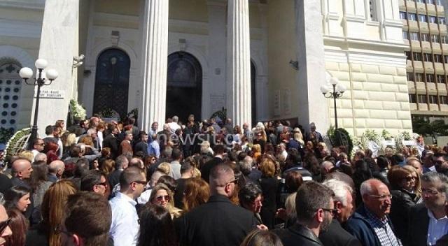 Χιλιάδες κόσμου στο τελευταίο αντίο στον Στέλιο Σκλαβενίτη [εικόνες]