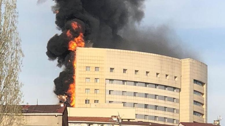 Υπό έλεγχο η μεγάλη φωτιά στο νοσοκομείο Ταξίμ στην Κωνσταντινούπολη
