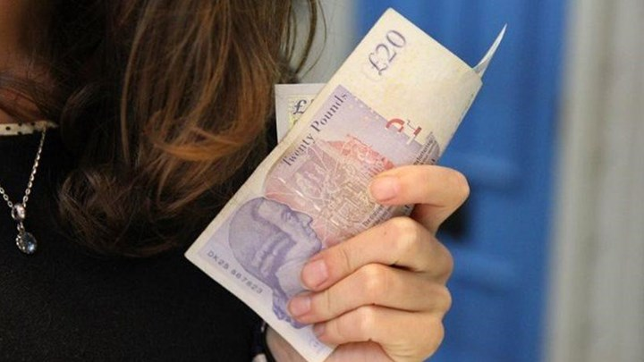 Βρετανίδα μάνα έστειλε «λογαριασμό» 2.200€ στην κόρη της επειδή τη... φιλοξένησε