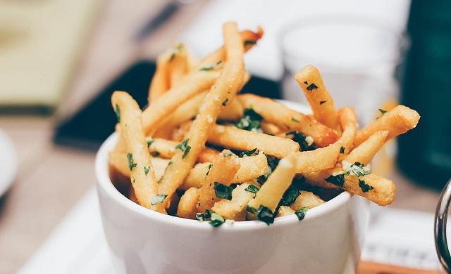 Πόσο επικίνδυνο είναι το ακρυλαμίδιο, η ουσία που παράγεται στις τηγανητές πατάτες