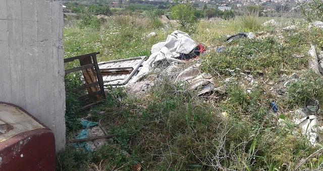 Κάτοικοι του Ν. Δέλτα: «Ζούμε μέσα στα σκουπίδια»