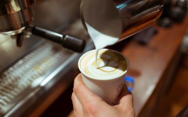 Βαριά «καμπάνα» σε καφέ του Βόλου μετά την έφοδο ελεγκτών