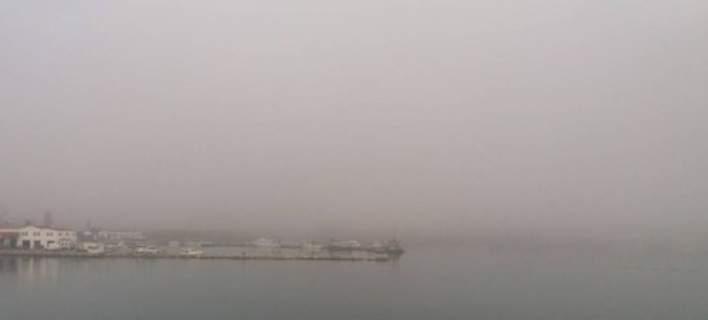 «Χάθηκε» το λιμάνι της Σούδας στα Χανιά λόγω αφρικάνικης σκόνης [εικόνες]