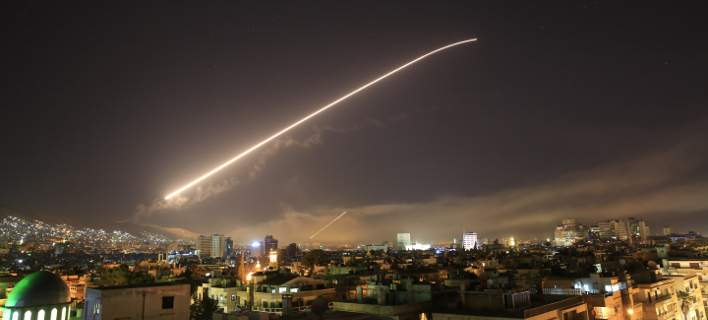 ΗΠΑ, Βρετανία και Γαλλία χτύπησαν στόχους στη Συρία