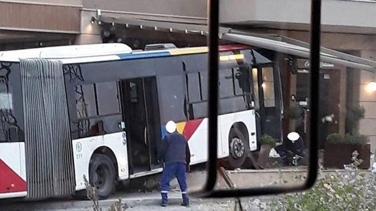 Θεσσαλονίκη: Σύγκρουση Ι.Χ. με αστικό λεωφορείο - Τέσσερις τραυματίες