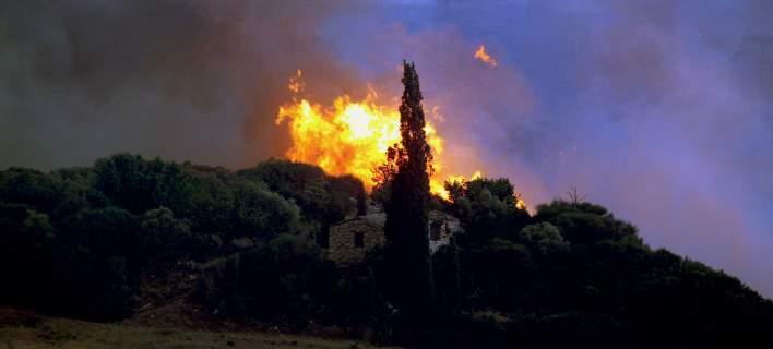 Oλονύκτια μάχη με τις φλόγες στις χαράδες της Ηλείας