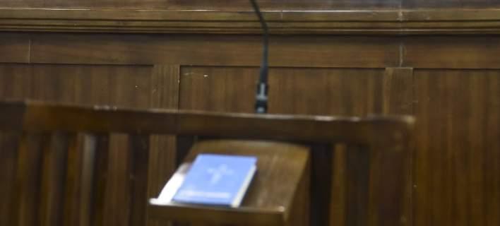 Πυρά δικαστών: Επιχειρηματικός πόλεμος χωρίς όρια με στόχο τον εκφοβισμό μας