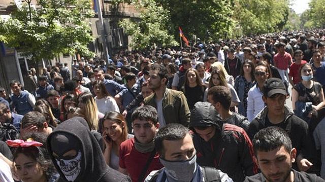 Αρμενία: Συνεχίζονται οι διαδηλώσεις κατά του πρωθυπουργού