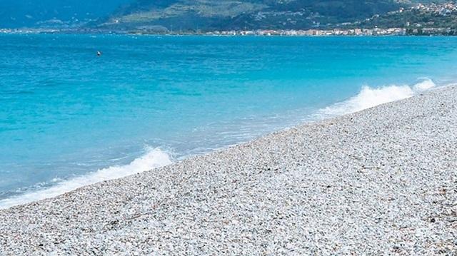 Νεαρός βρέθηκε νεκρός στην παραλία Πατρών