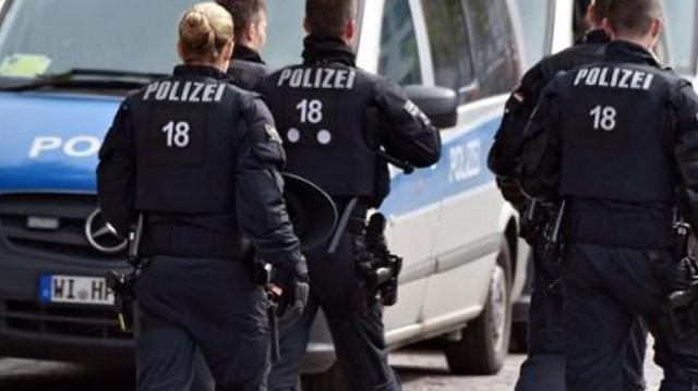 Παραδόθηκε ο ένας από τους δράστες της αντισημιτικής επίθεσης που σόκαρε το Βερολίνο