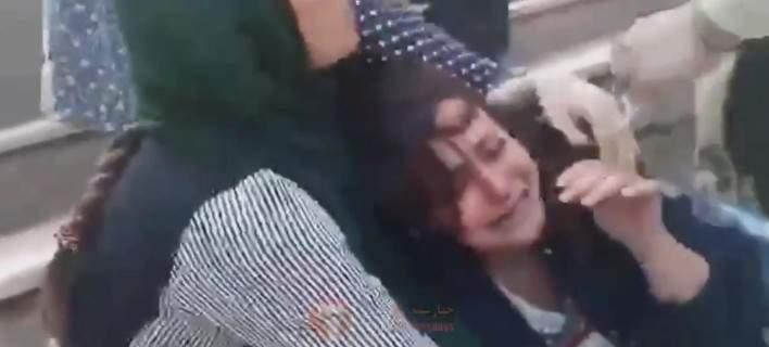 Η αστυνομία του Ιράν έδειρε άγρια γυναίκα που δεν είχε βάλει καλά τη χιτζάμπ