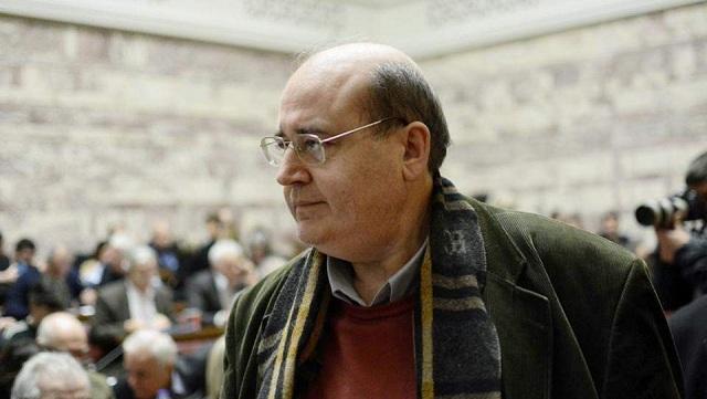 Φίλης: Η κυβέρνηση να σκεφθεί τρόπους ώστε να μην καταργηθεί το ΕΚΑΣ