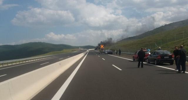 Κάηκε ολοσχερώς αυτοκίνητο στον κόμβο Ανάβρας -Σοφάδων [εικόνες-βίντεο]