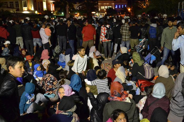 Χάος στη Μυτιλήνη: Επεισόδια ακροδεξιών κατά μεταναστών
