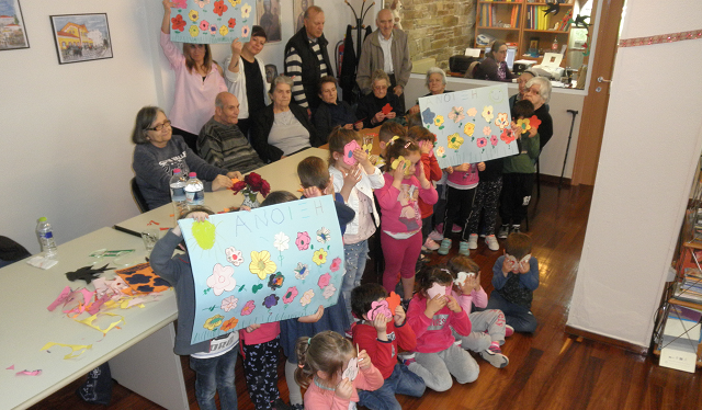 Ηλικιωμένοι και παιδιά υποδέχθηκαν την Ανοιξη