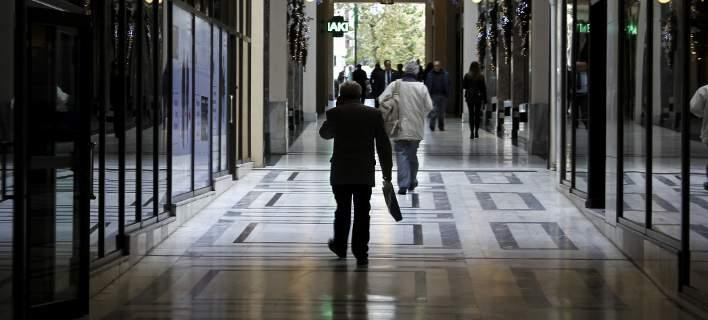Eκθεση-καταπέλτης του ΟΟΣΑ για την Ελλάδα: Πρωταθλήτρια σε αυξήσεις φόρων και εισφορών