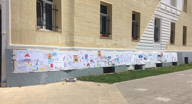 Πανό 30 μέτρων γεμάτο ζωγραφιές από μαθητές δημοτικών σχολείων