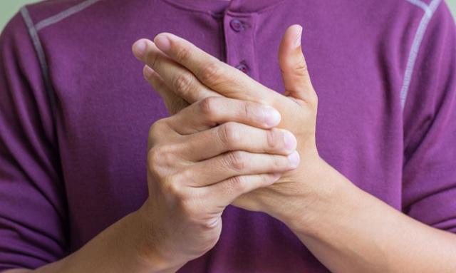 Ρευματοειδής αρθρίτιδα: Τα 12 πρώιμα σημάδια