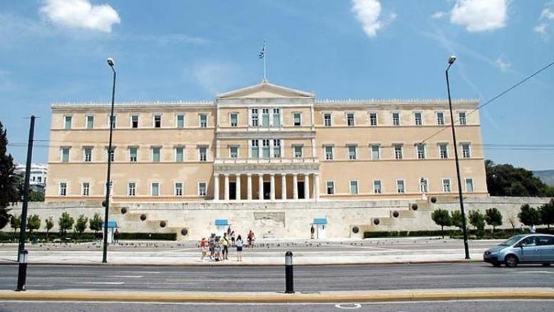 Βουλή: Θετικοί οι φορείς στην αναδοχή από ομόφυλα ζευγάρια
