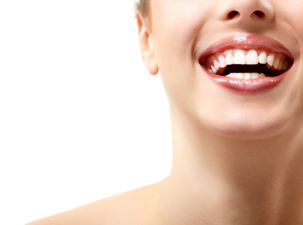 Αποκτήστε ξανά το λευκό σας χαμόγελο, φυσικά!