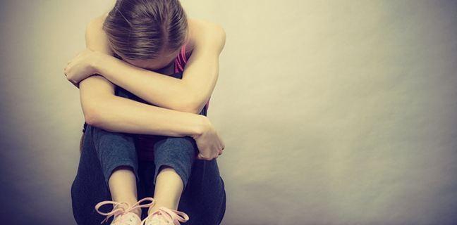 Κατάθλιψη: Με ποια συμπτώματα εκδηλώνεται σε παιδιά και εφήβους