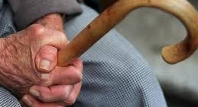 Έταζαν επιστροφές από την εφορία και «ξάφριζαν» ηλικιωμένους