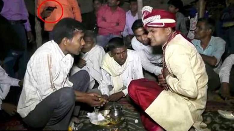 Ινδία: Γαμπρός σκοτώθηκε από μπαλωθιά στον γάμο του (vid)