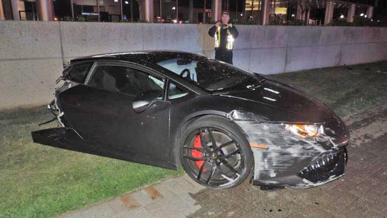 Lamborghini κόπηκε στη μέση έπειτα από ατύχημα!