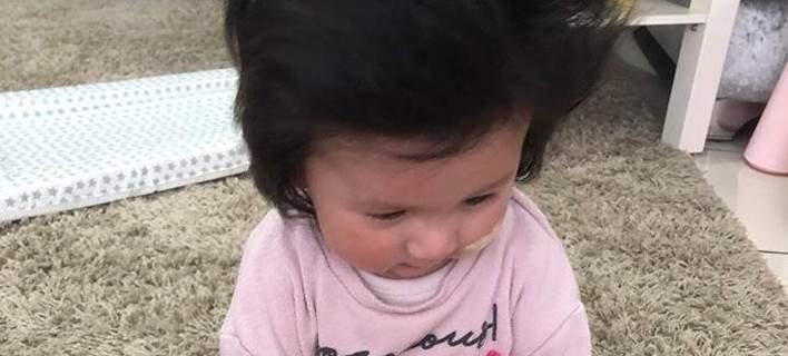 Μωρό έχει τα μαλλιά του Ελβις Πρίσλεϊ και κάνει το γύρο του διαδικτύου [εικόνες]