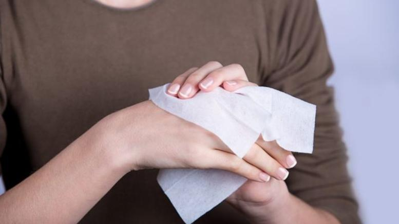 Η Βρετανία καταργεί τα υγρά μαντηλάκια και τα μωρομάντηλα