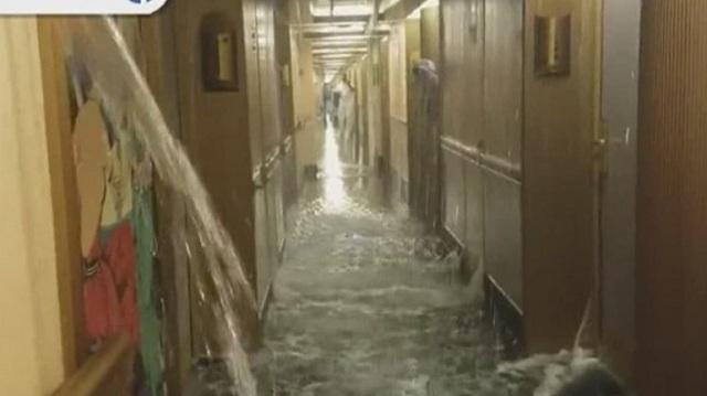 Στιγμές «Τιτανικού» βίωσαν επιβάτες κρουαζιερόπλοιου [εικόνες]