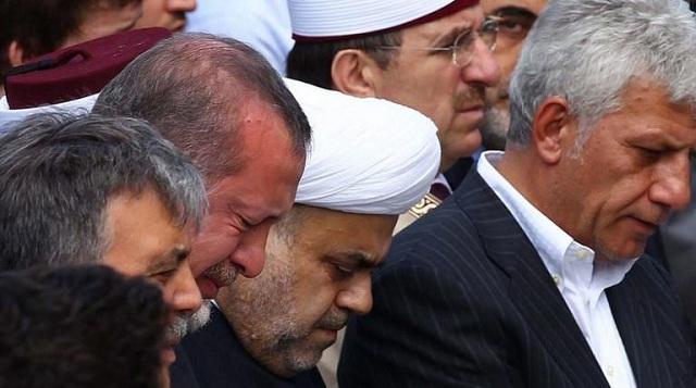 «Λύγισε» ο «σκληρός» Ερντογάν: Του έδειξαν φωτογραφία με τη μητέρα του