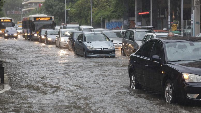 Χωρίς νερό και ρεύμα η Θεσσαλονίκη, έκλεισαν σχολεία