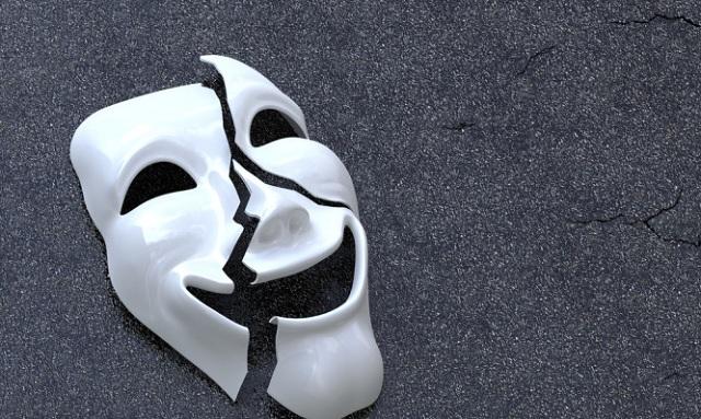 Τα 6 σημάδια που προδίδουν ότι κάποιος «συγκαλύπτει» την κατάθλιψη που περνάει