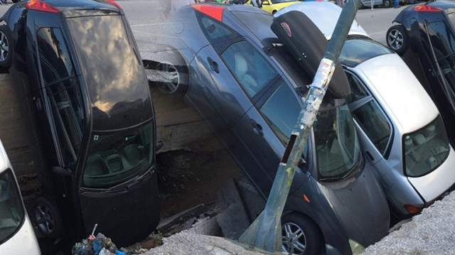 Πάρκινγκ στον Ταύρο «κατάπιε» αυτοκίνητα [εικόνες]