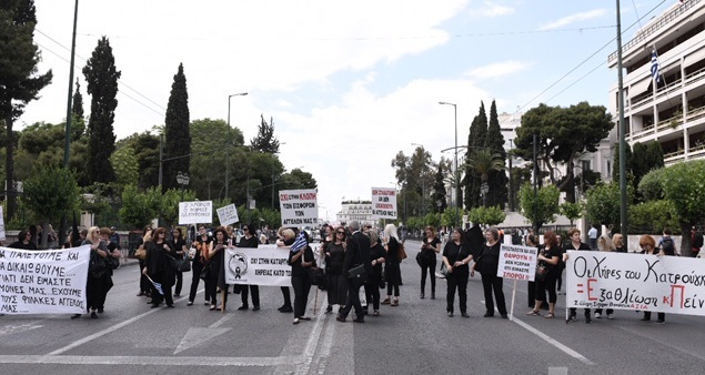 Καθιστική διαμαρτυρία πραγματοποίησαν χήρες στρατιωτικών