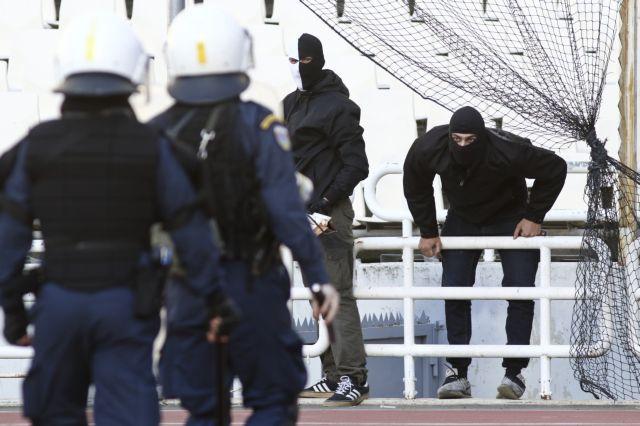Στον εισαγγελέα 14 συλληφθέντες για τα επεισόδια στον τελικό ΑΕΚ-ΠΑΟΚ